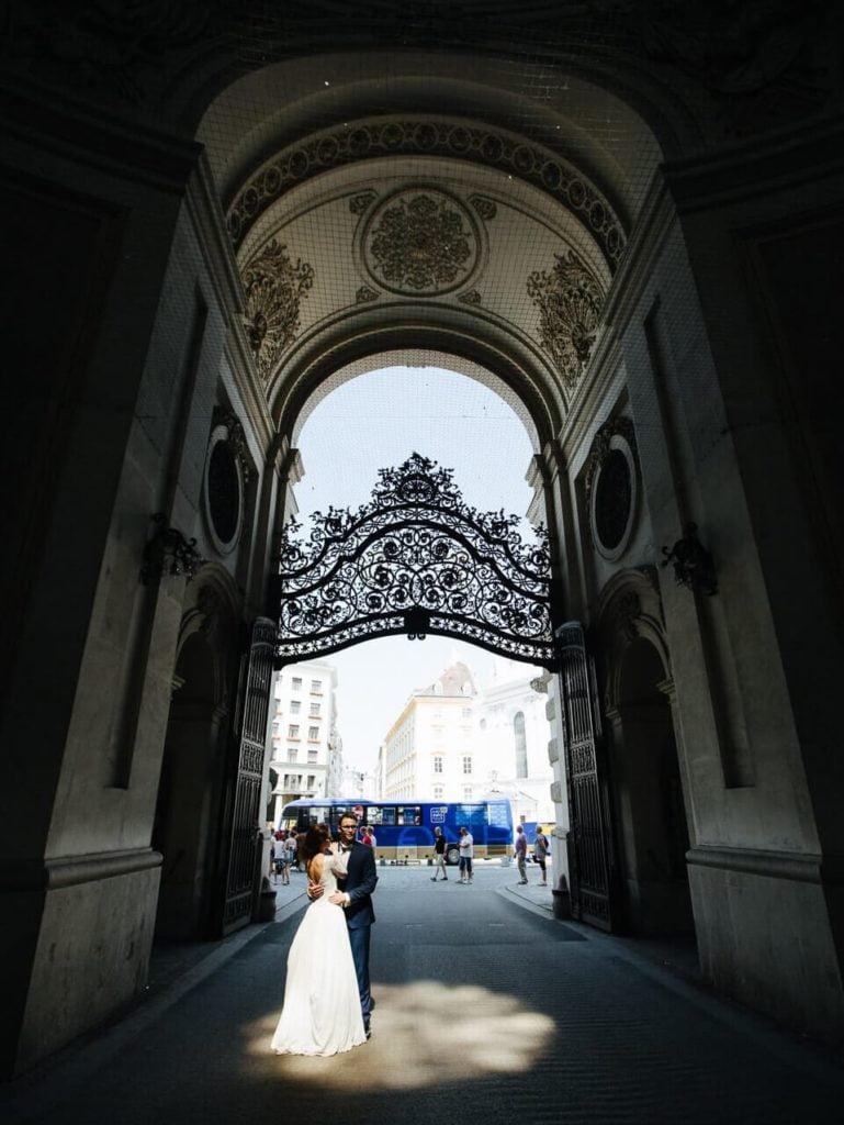 Młoda Para w Hofburgu w Wiedniu