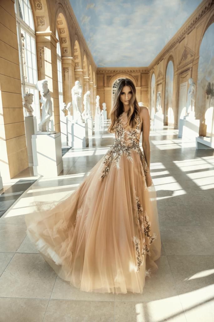 Suknia ślubna w odcieniu biszkoptowym